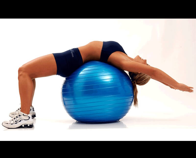 упражнение на фитболе для осанки